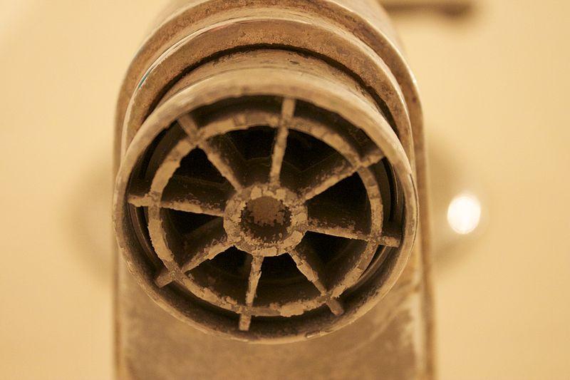 nappe de calcaire sur un tuyau